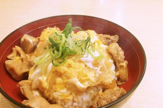 【ソレダメ】焼き鳥もも串親子丼の作り方 業務スーパー冷凍食品レシピ(10月7日)