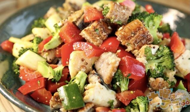 【土曜はナニする】うなぎと厚揚げのカラフル野菜サラダの作り方 ベジたんサラダ Atsushi(あつし)さんレシピ(5月22日)