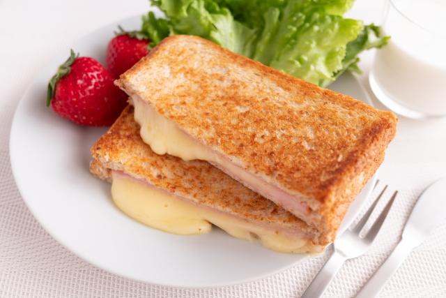 土曜はナニする ハムチーズホットサンド