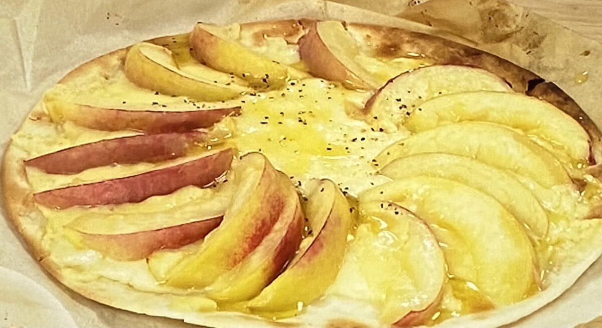 桃のピザ シューイチ